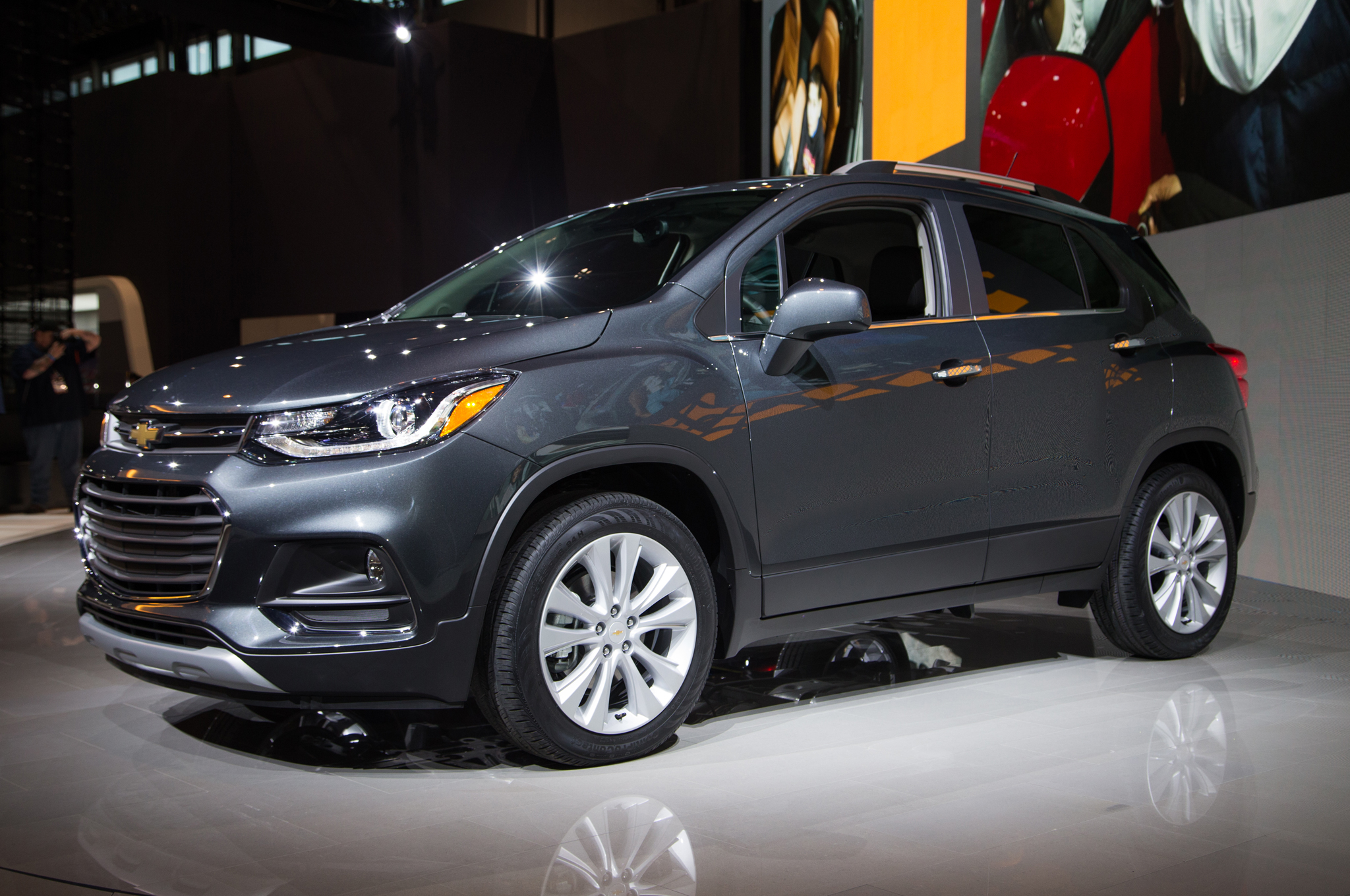 2017 Chevrolet Trax Front Three Quarter 03