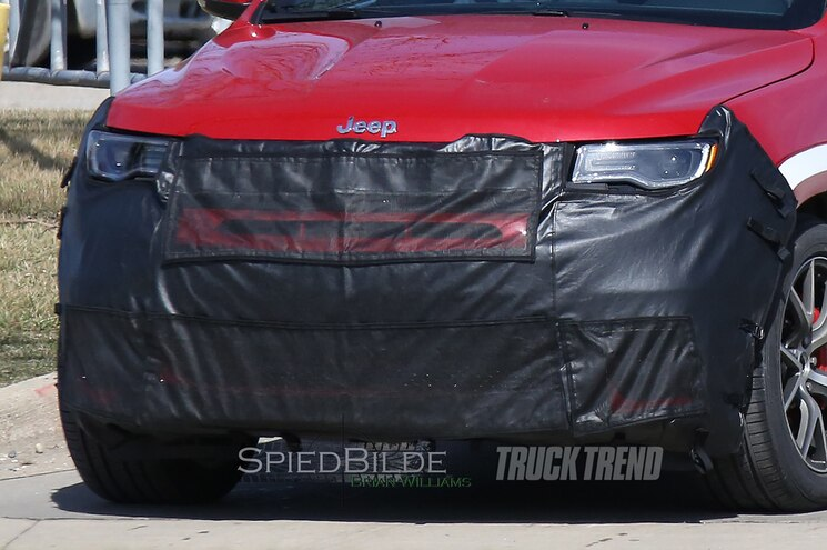 2018 Jeep Grand Cherokee Hellcat Trackhawk Front End Closeup