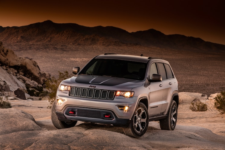 Fullsize Four Wheeler: Jeep Adds Trailhawk Goodies to 2017 Grand Cherokee