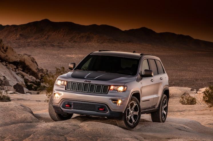 2017 Jeep Grand Cherokee Trailhawk Front Three Quarter 04