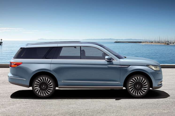 Lincoln Navigator Concept Side View Parked