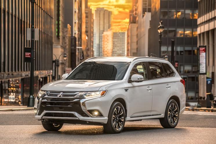 2017 Mitsubishi Outlander PHEV Makes U.S. Debut
