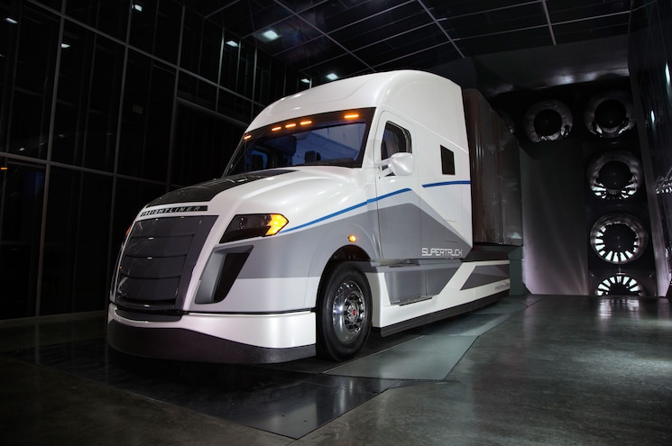 2015 Freightliner Supertruck Concept Front Three Quarter