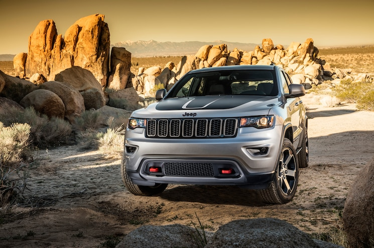 2017 Jeep Grand Cherokee Trailhawk Front End 02