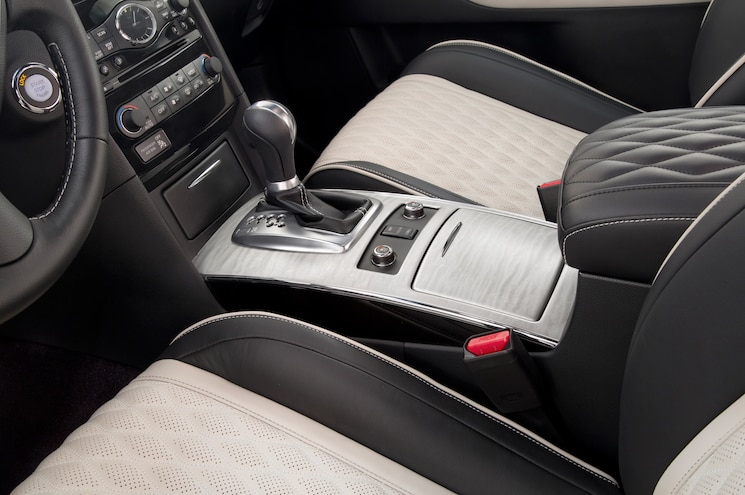 2017 Infiniti QX70 Limited Center Console