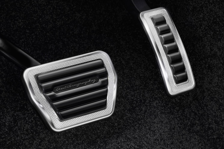 2016 Land Rover Range Rover SVAutobiography Pedals