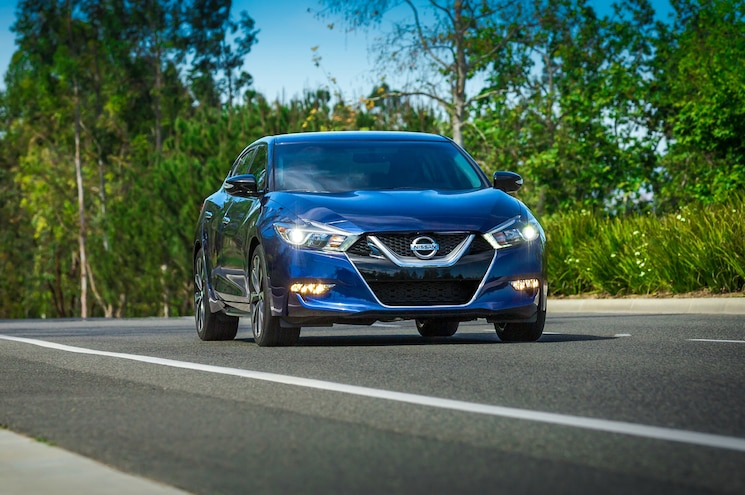 2016 Nissan Maxima Front End In Motion 03