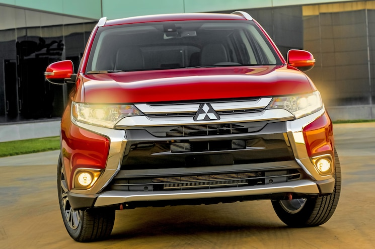 2016 Mitsubishi Outlander Front End 05
