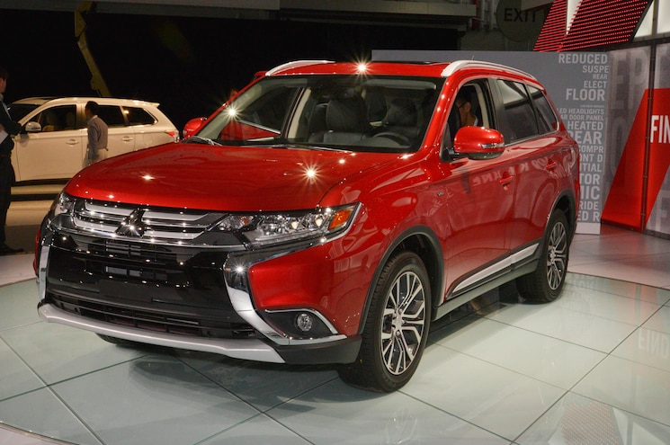 2016 Mitsubishi Outlander Front Three Quarters