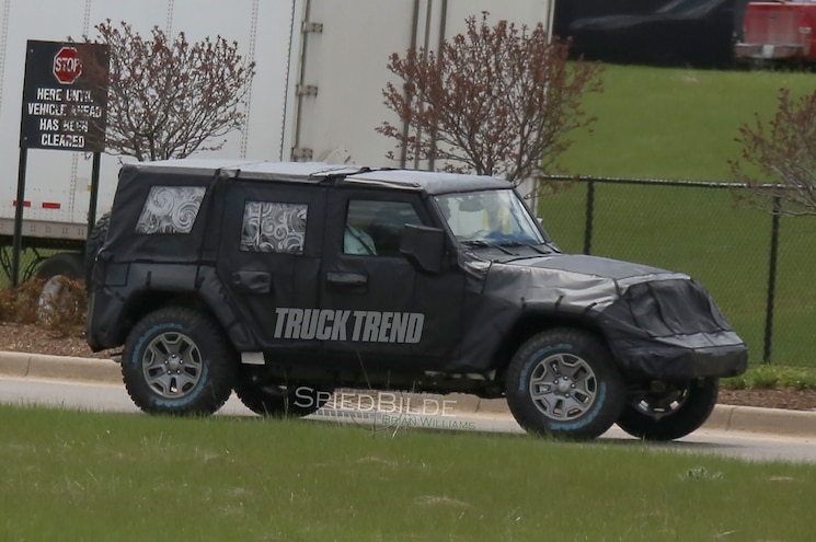 Update: EcoDiesel Engine Confirmed - First Look : 2018 Jeep Wrangler JL in Heavy Camouflage