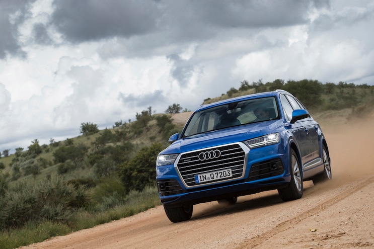 2016 Audi Q7 Front End In Motion 02