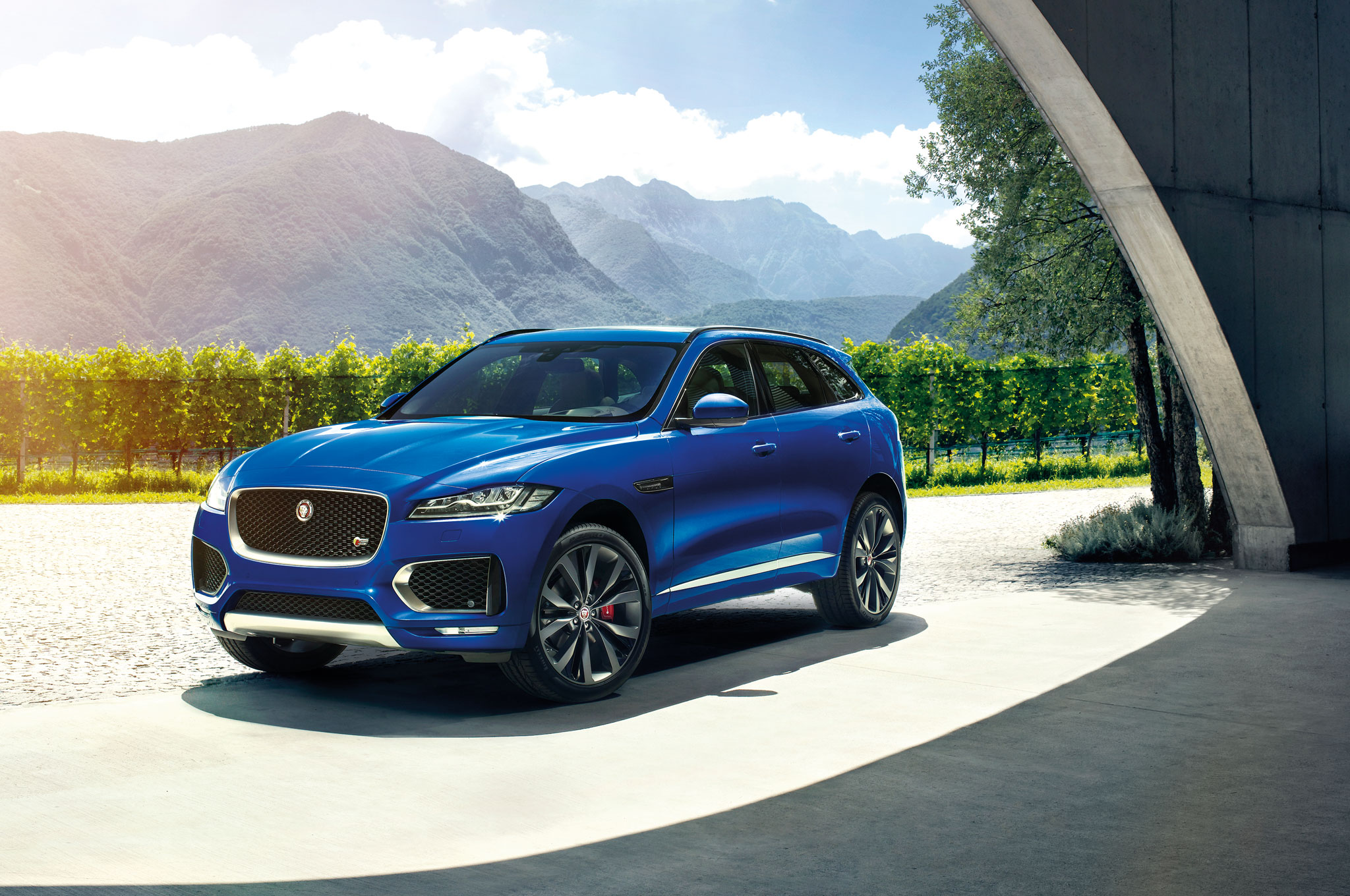 Jaguar Introduces New Ingenium Gas Engine for 2018 F-Pace