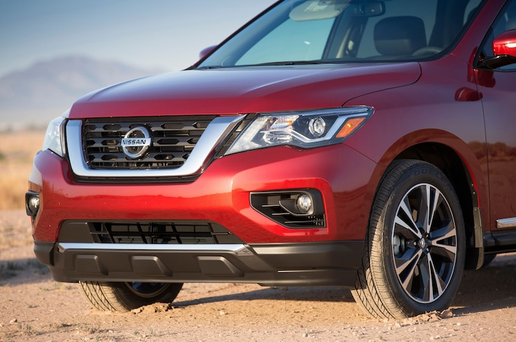 2017 Nissan Pathfinder Front Graphic Rocks 2