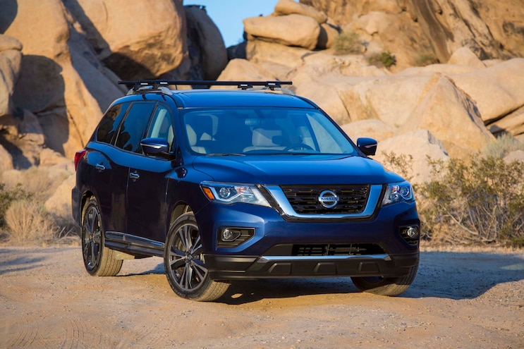 2017 Nissan Pathfinder Rear Three Quarter 05