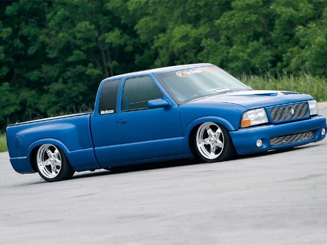 2000 Chevrolet S10 right Side View