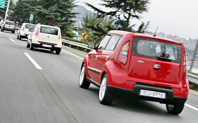 2010 Kia Soul rear Rolling View