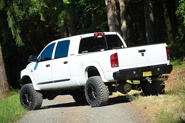 2006 Dodge Ram 3500 Dunks White Knight Rear 16B 5843