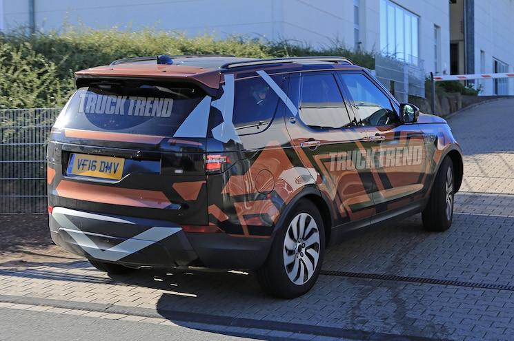 2018 Land Rover Discovery Rear Three Quarter