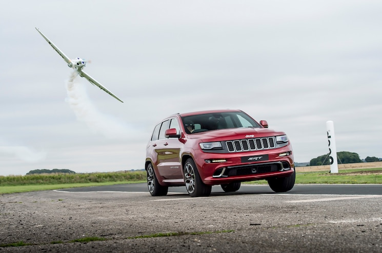 2017 Jeep Grand Cherokee Vs Plane Front Quarter In Motion