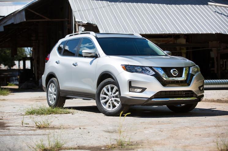 2017 Nissan Rogue Sv Front Three Quarter 02