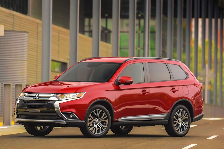 The Redesigned 2016 Mitsubishi Outlander Gets a Price Cut