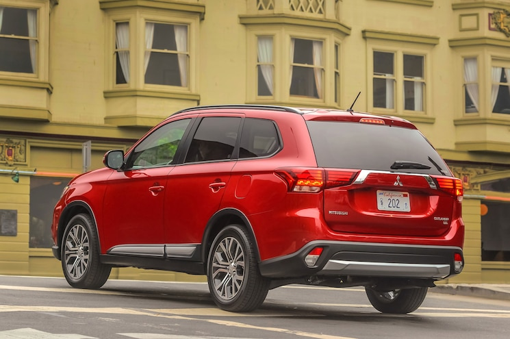 2016 Mitsubishi Outlander Rear Three Quarter