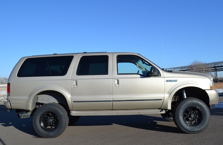 2004 Ford Excursion Side