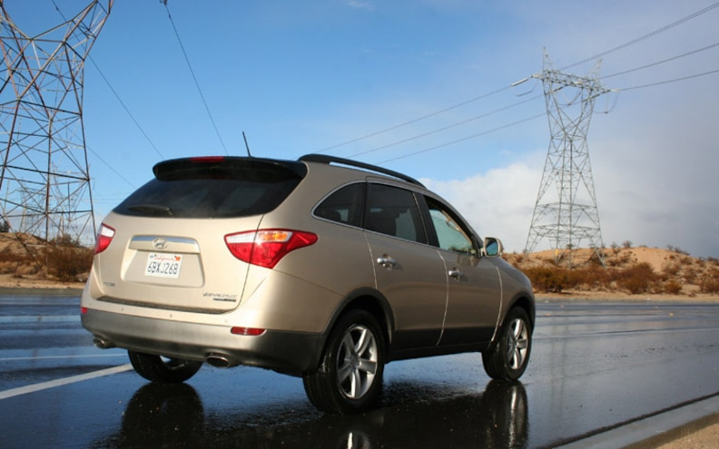 2008 Hyundai Veracruz rear Three Quarters View.jpg