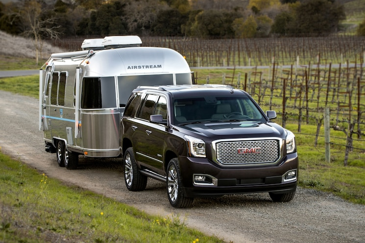 2016 GMC Yukon Denali With Trailer 01