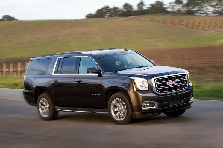 2016 GMC Yukon XL SLT Front Three Quarter In Motion 03