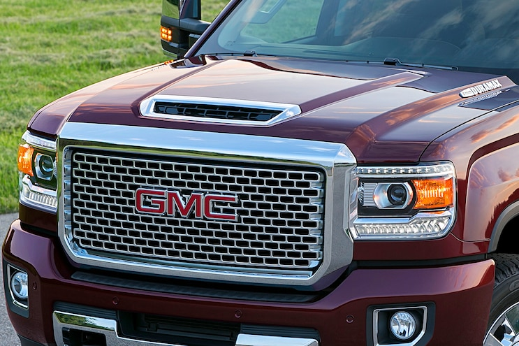 10 2017 Gmc Sierra Denali 2500hd Hood Closeup Static