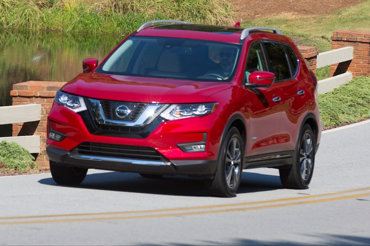 2017 Nissan Rogue Hybrid Front Three Quarter In Motion 04 E1477085111483
