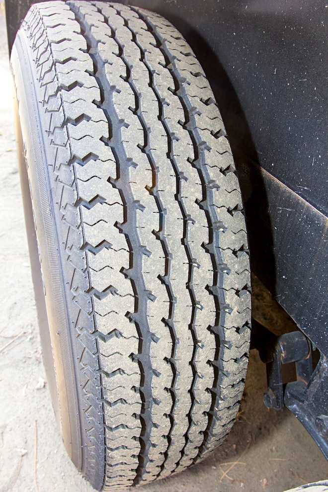Maxxis M8008 Tire Treads