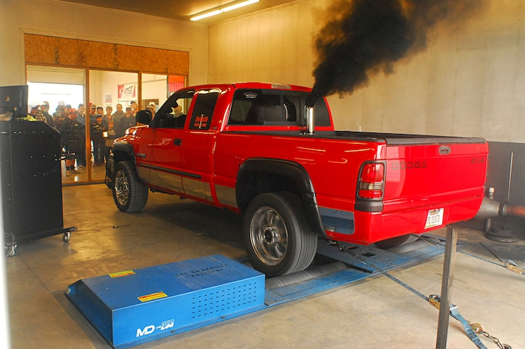 2001 Dodge Ram 2500 Cranks Nearly 700 Tire-Shredding Horsepower