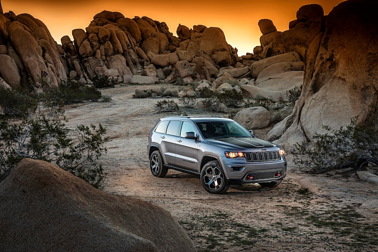 2017 Jeep Grand Cherokee Trailhawk Front Passenger Side Static