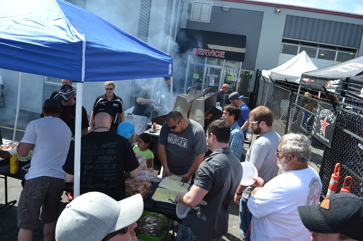 2015 Dyno Day Crowd During Lunch