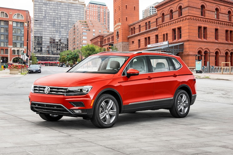 Volkswagen Unveils Long-Wheelbase 2018 Tiguan in Detroit