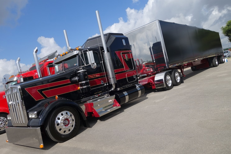 Super Rigs Black Kenworth Front