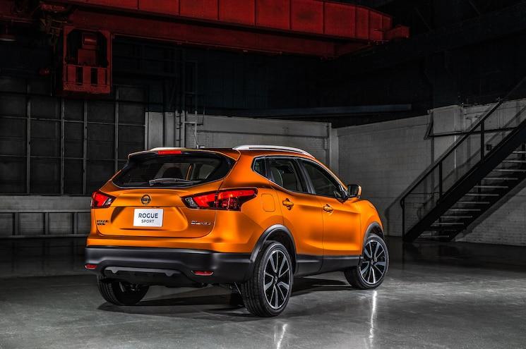 2018 Nissan Rogue Sport Rear Quarter 01