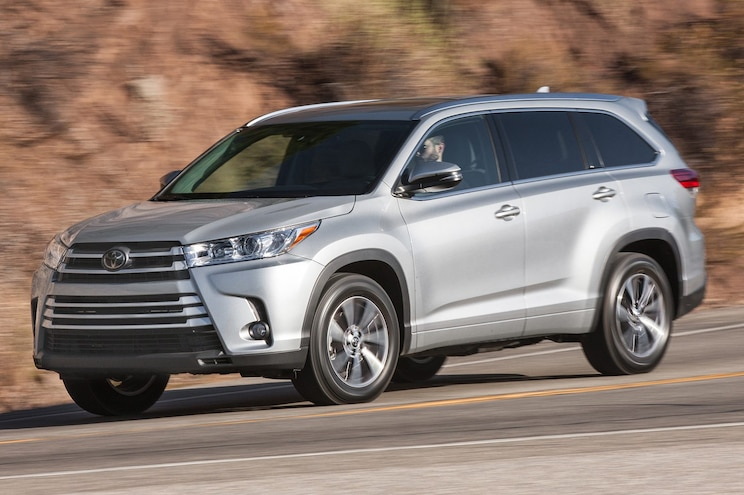 2017 Toyota Highlander XLE AWD Front Three Quarter In Motion