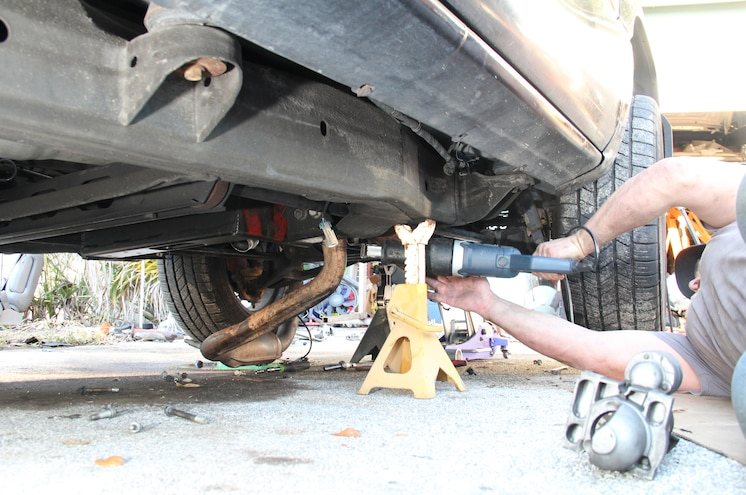 2003 Chevrolet Avalanche Removing Old Exhaust