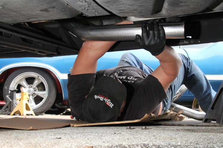 2003 Chevrolet Avalanche Bolting 3 Inch Exhaust Pipe To Kooks Flange