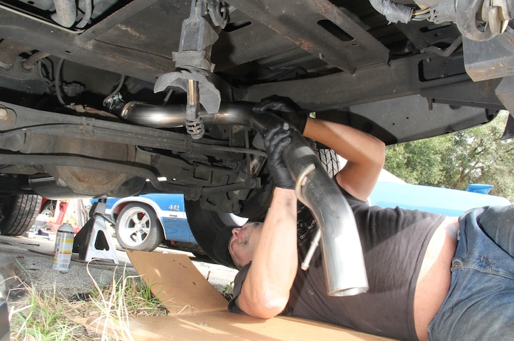 2003 Chevrolet Avalanche Installing Tailpipe