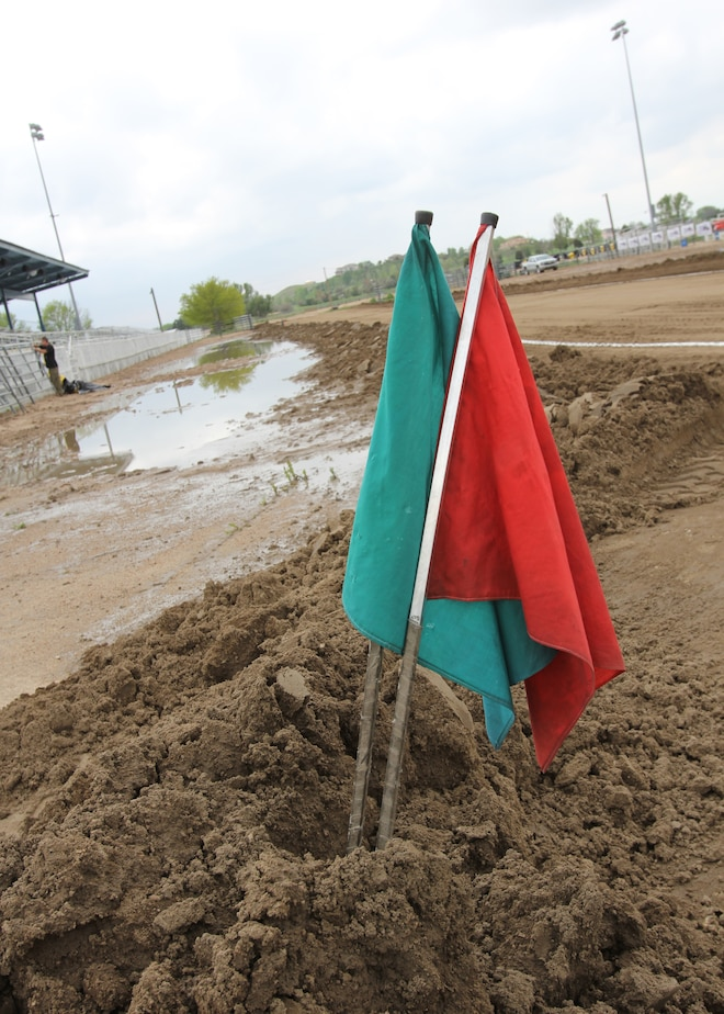 Dpc2015 Diesel Sled Pull Track Mud And Flags