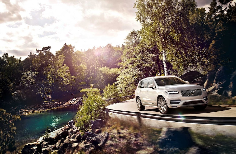 2016 Volvo XC90 Suv Passenger Side Front View