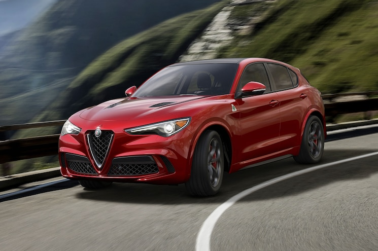2018 Alfa Romeo Stelvio Left Front Turning