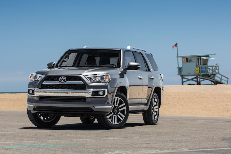 2015 Toyota 4Runner Limited Front Three Quarter 02
