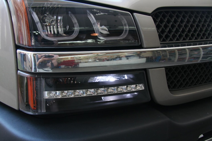 Replacing DRL Sockets and Bulbs on '99-'06 GM Trucks and SUVs on