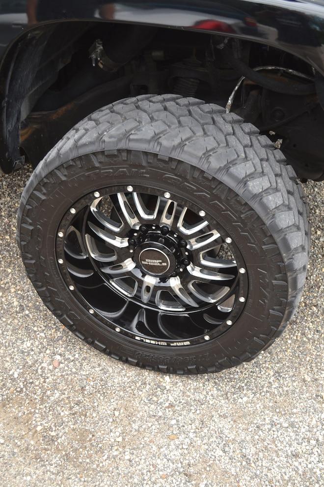 012 2006 Gmc Sierra 2500hd Wheels And Tires