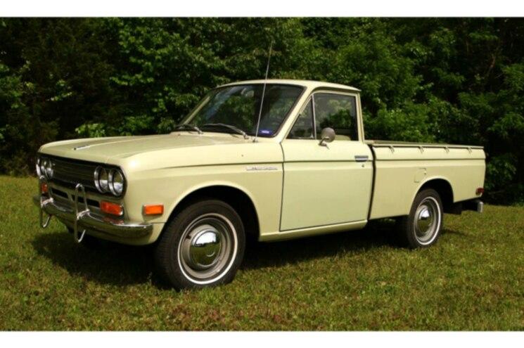1972 Datsun 521 Pickup Front Quarter 01